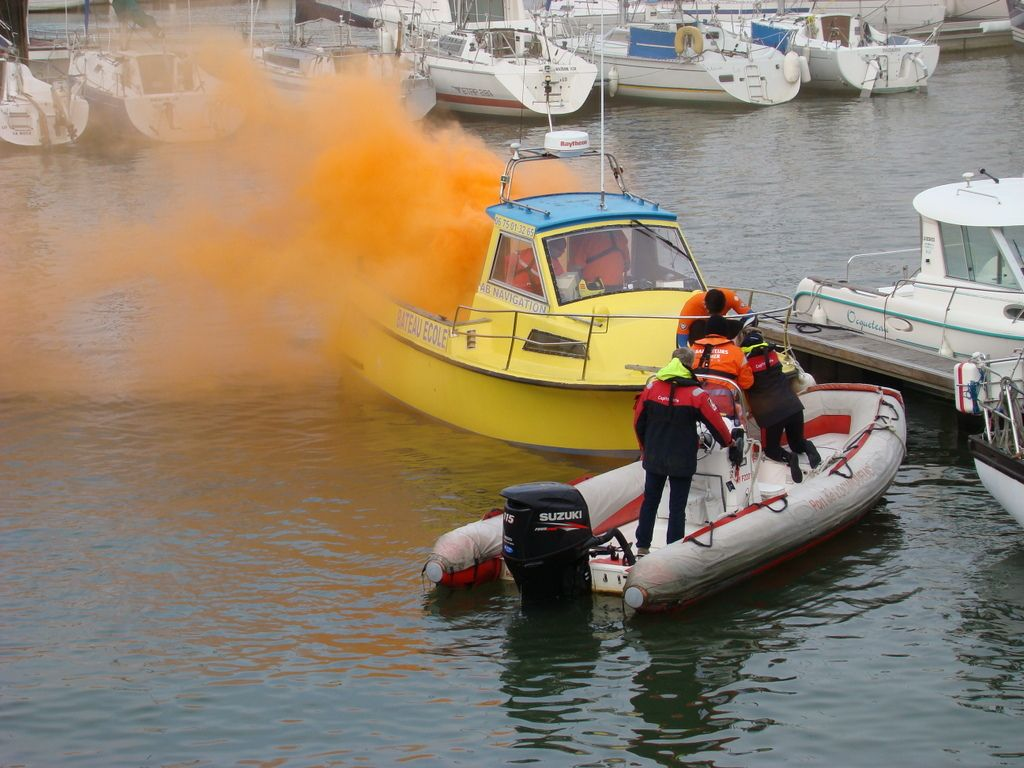"""Photos de la matinée""""maîtriser un incendie à bord"""""""
